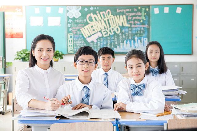 哪个OA管理系统适合学校使用?